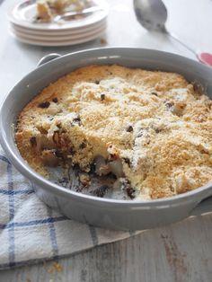 Hummm, sûrement mon crumble préféré ! C'est la recette de Pascale Weeks issue de son livre que j'adore : Cookies, muffins & Co ! Ici on utilise des poires fraîches, mais en cas d'envie subite il est toujours possible d'utiliser des poires au sirop. Vous...
