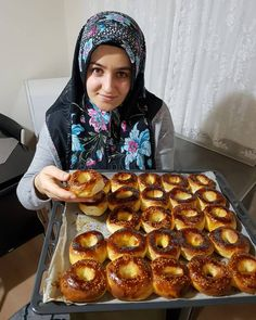 Best Cake : Image may contain: 1 person, food, Easy Cake Recipes, Sweets Recipes, Bread Recipes, Food Tags, Quiche, Ramadan Recipes, Burger Buns, Pastry And Bakery, World Recipes