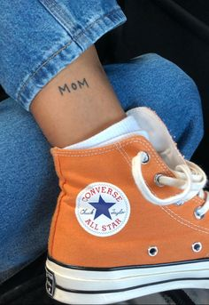 Hi top sneakers / all star sneakers / orange shoes / orange converse sneakers / lace up sneakers / sneaker obsession Dainty Tattoos, Cute Tattoos, Tatoos, Mini Tattoos, Mode Converse, Sneakers Mode, Converse Sneakers, Cute Shoes, Me Too Shoes