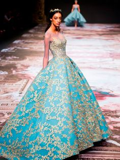 Regal Splendour: Michael Cinco's Fall 2017 Collection at Dubai Fashion Forward - A dream! Michael Cinco's Fall/Winter 2017 couture collection tells the story of Versailles, Franc - Floral Wedding Gown, Wedding Gowns, Lehenga Wedding, Wedding Bells, Evening Dresses, Prom Dresses, Couture Dresses Gowns, Couture Collection, Winter Collection