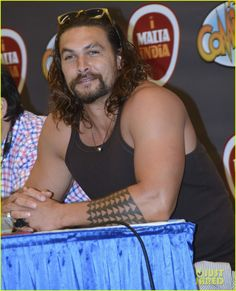 jason momoas muscles seriously out of control 01 Jason Momoa wears a tank top to greet fans at Puerto Rico Comic-Con held at the Puerto Rico Convention Center on Sunday afternoon (May 24) in San Juan, Puerto Rico.…