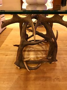 #geweih #geweihdeko #dekogeweih #Hirschgeweihdeko #Hirschgeweih #antler #deer #chalet #jagdhütte #chaleteinrichten #almhütte #geschenkefürjäger #geweihmöbel #designereinrichtung #antler #hunt #hunting # antler table #landhaus couchtisch #landhaus couchtisch glas #landhaus #hirsch #holz #wood #geweih couchtisch #chalet alpin #rustic #rustikal Antlers, Designer, Dining Table, Furniture, Home Decor, Antler Lamp, Hunting, Cottage Chic, Horns