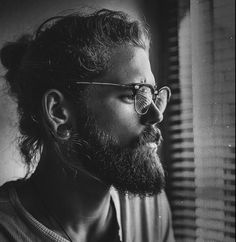 This slightly curly man bun   Community Post: 20 Man Buns That Will Ruin You For Short-Haired Guys