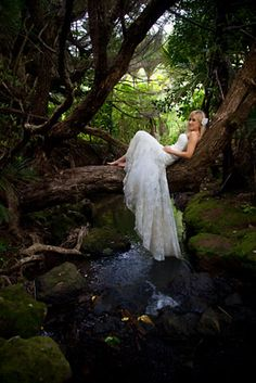 TRASH THE DRESS PHOTOSHOOT: take an hour after ceremony and pretty pictures for just get dirty.... TOTALLY doing something like this with the hubby and the kids <3