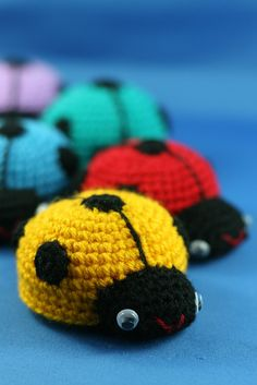 Cute little Ladybugs. Great for leftover bits of yarn. (Sorry, no link for a pattern. Crochet Baby Toys, Crochet Animals, Crochet Dolls, Crochet Ladybug, Crochet Butterfly, Crochet Cross, Love Crochet, Amigurumi Patterns, Yarn Crafts