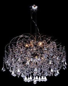 Lustre medusa com aros em latão com castanhas e pingentes de cristal nas pontas (Opção de bola ou pião)