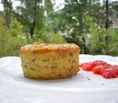 Polenta flan with zucchini & goat cheese Source by estelleecoffard Vegetable Recipes, Meat Recipes, Vegetarian Recipes, Healthy Recipes, Pesco Vegetarian, Gluten Free Pizza, Salty Cake, Slow Food, Healthy Cooking