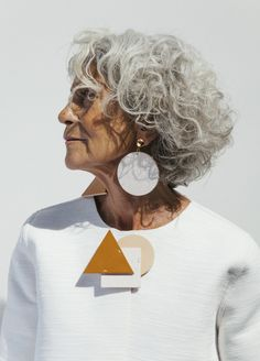 The essential shapes of geometry and now they are converted into your perfect accessories: earrings, necklaces, bracelets, pins and bags. Designed and handmade in Spain with eco friendly tanned leather for any kind of woman. A new way to make jewelry.