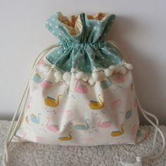 Pochon pour lingerie - sac de rangement romantique imprimé cygnes origami et pois : Textiles et tapis par nymeria-creation