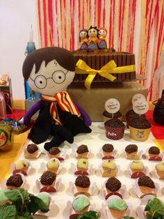 Boneco Harry Potter de tecido feito sob encomenda por Layouteria Harry Potter doll