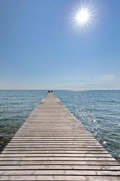Bade Steg aufs Meer in Fehmarn an der Ostsee. Pirate Island, North Sea, Baltic Sea, Sea And Ocean, Beach Club, Beach Day, Beautiful Beaches, Wonders Of The World, Seaside