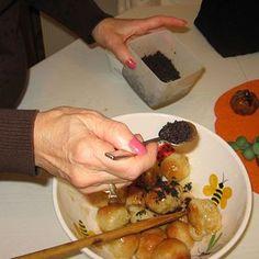 A Traditional Slovak Velija or Christmas Eve Holy Supper: Adding Moistened Poppyseeds to the Bobalki