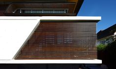 Built in 2009 in New Farm, Brisbane in Australia, the Oxlade House is a remarkable modern home that was envisioned by a local studio called Arkhefield, Timber Architecture, Contemporary Architecture, Architecture Details, Modern Contemporary, Interior Design Images, Interior Design Boards, Furniture Design, Beautiful Buildings, Beautiful Homes