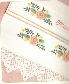 Toalla bordada a mano con puntilla en crochet | Punto Crivo | Pinterest | Crochet and Embroidery