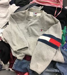 Tommy Hilfiger or UrbanOutfitters Mode Outfits, Trendy Outfits, Winter Outfits, Summer Outfits, Insta Outfits, Look Fashion, Teen Fashion, Fashion Outfits, Fashion Weeks