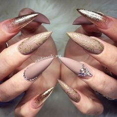 nails shape Pointy nails are also called stiletto nails. Such nail shape is daring and fierce. They are basically oval, but their tip is pointed. And such nails tend to be quite long and h Pointy Nails, Stiletto Nail Art, Acrylic Nails, Gel Nail, Gel Manicures, Nail Glue, Uv Gel, Nail Swag, Fingernail Designs