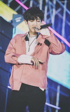Chanyeol at Lotte Duty Family Park Chanyeol Exo, Kyungsoo, Exo Concert, Kpop, Exo Members, Korean Artist, Chanbaek, Favorite Person, Rapper