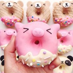 This is too cute for words 🍩🐷 perfect food inspo for a farm party! Delicious Donuts, Delicious Desserts, Yummy Food, Cute Baking, Doughnut Shop, Cute Donuts, Tumblr Food, Macarons, Cute Desserts