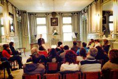 İstanbul Rehberler Odası üyelerine yönelik eğitim programlarımızın 10'uncusunu da bugün tamamladık. Böylece yıl içerisinde 300'ü aşkın turist rehberi Societa' Operaia, Garibaldi ve İstanbul'daki İtalyanlar hakkında detaylı bilgi sahibi olmuş oldu. Eğitimlere katılanlar sadece bilgi almakla yetinmeyip arşivimizi de arzu ettikleri şekilde inceleme fırsatı buldular.