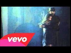 Juan Luis Guerra Y 440 - Burbujas De Amor (Clip) - YouTube