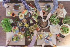 More people are choosing to eat a plant-based diet these days. If you're trying to build muscle, you can do it on a plant-based diet, but it takes more planning. Here are five tips for maximizing muscle gains when you eat a vegan or vegetarian diet. Healthy Dinner Recipes, Diet Recipes, Healthy Snacks, Healthy Cooking, Healthy Herbs, Healthy Habits, Green Grapes Nutrition, Vegetarian Lunch, Sauteed Vegetables