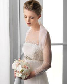 124 FEDRA / Wedding Dresses / 2013 Collection / Alma Novia / Shown with matching Bolero Jaket (close up)
