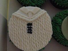 #Ashes #England #cricket jumper cable knit #cupcakes
