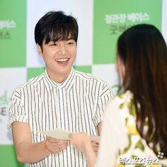 이민호 '팬에게 다정한 미소'[포토] :: 네이버 TV연예