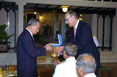 On January 14, 2009, His Majesty Bhumibol Adulyadej, the King of Thailand, received the WIPO Global Leader Award from WIPO Director General Francis Gurry in recognition of his extraordinary commitment to promoting intellectual property and his contribution to society as an inventor.