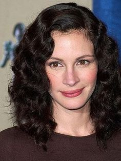 Remember when Julia Roberts went dark and wavy in 2001?!