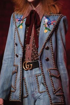 Gucci Spring 2017 Ready-to-Wear Fashion Show : See detail photos from the Gucci Spring 2017 show at Milan Fashion Week. The complete Gucci Spring 2017 Ready-to-Wear fashion show now on Vogue Runway. Fashion Show Dresses, Fashion Show Themes, Fashion Show Party, Kids Fashion Show, Vs Fashion Shows, Fashion Show Collection, Fashion Ideas, Fashion Outfits, Fashion Quotes