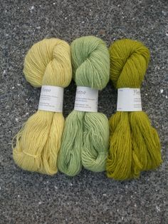love these colors---the yarn is hand dyed with Birch and Lupine flowers---dyed by Hespa of Iceland---she's a botany professor.