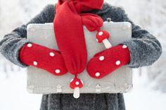 Hug ♥ Hug, Gloves, Winter, Christmas, Winter Time, Xmas, Navidad, Noel, Natal