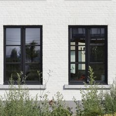 House Windows, Facade House, Windows And Doors, Grey Exterior, Exterior Paint, Exterior Design, Black Windows, Architecture Plan, Cozy House