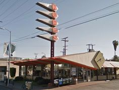 Mapping 15 of Los Angeles's Most Glorious Remaining Googies - Curbed Maps - Curbed LA South California, Mcm Furniture, Minimal Living, Interesting Buildings, Googie, Staycation, Modern Lighting, Facade, Mid-century Modern