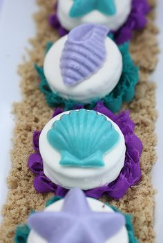 Candy seashell topped Oreos at a Little Mermaid Birthday Party! See more party… Little Mermaid Birthday, Little Mermaid Parties, The Little Mermaid, Mermaid Baby Showers, Mermaid Cakes, Festa Party, Under The Sea Party, Birthday Party Themes, Birthday Ideas