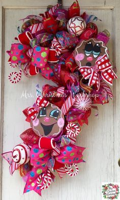 Christmas wreath candy cane wreath by MrsChristmasWorkshop on Etsy Christmas Mesh Wreaths, Christmas Door Decorations, Christmas Swags, Deco Mesh Wreaths, Christmas Candy, Christmas Parties, Diy Christmas, Yarn Wreaths, Winter Wreaths