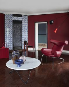 No doubt about it - Red is the color of this season❤️ Styling by for in Edward Heiberg's house. Photo by Egg Chair, Sofa Chair, Upholstered Chairs, Armchair, Round Back Dining Chairs, Mid Century Dining Chairs, Kay Fisker, Interior Lighting, Interior Design