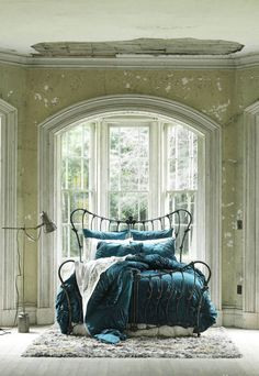 Wrought-Bed-Shabby-Chic-Green-bedsheets Wrought-Bed-Shabby-Chic-Green-bedsheets
