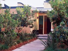 See how clean lines, sustainable solutions and arid-loving plants come together in this Palo Alto garden. Discover how the home and garden were designed for indoor/outdoor living. Indoor Outdoor Living, Outdoor Decor, Front Entry, Curb Appeal, The Great Outdoors, Outdoor Gardens, Sustainability, Garden Design, Home And Garden