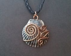 Grey and Black Shell Pendant Copper Wire Wrapped Handmade Wire Jewelry, Seashell Jewelry, Seashell Crafts, Sea Glass Jewelry, Wire Wrapped Jewelry, Jewelry Crafts, Jewelry Art, Jewelry Design, Sea Glass Necklace