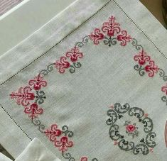 This post was discovered by Se Cross Stitch Borders, Cross Stitch Rose, Cross Stitch Flowers, Cross Stitching, Cross Stitch Embroidery, Cross Stitch Patterns, Embroidery Patterns Free, Beading Patterns, Embroidery Designs