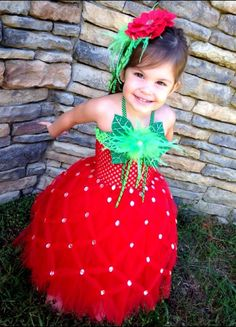 Disfraz niña de fresa. Strawberry Halloween #kids #costume
