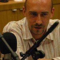 New Podcast FR (18'15) – Christophe Vandemoortele - Manager. Christophe Vandemoortele nous donne sa vision du métier et liste les qualités d'un manager. Aujourd'hui il est freelance et va bientôt ouvrir son centre de coaching, formation et assessment. Un podcast qui, je pense, fera réagir beaucoup d'auditeurs. Et pour vous qu'est-ce qu'un bon manager? #Manager #ChristopheVandemoortele #Podcast #LePlazaHotelBruxelles #HR #RH #VisionsAtWork #DRH #HRmeetup #ThePodcastFactory #abbysconsult