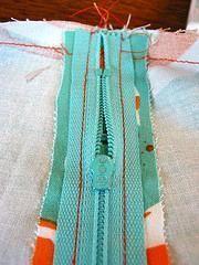 Hoe je een rits moet innaaien // goeie tip // The Glue-Set Zipper Tutorial: A basic side zipper for an A-line skirt Sewing Hacks, Sewing Tutorials, Sewing Patterns, Sewing Tips, Skirt Patterns, Dress Tutorials, Coat Patterns, Blouse Patterns, Sew Mama Sew