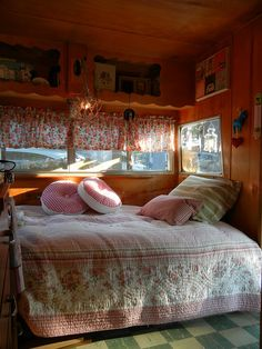 Vintage travel trailer interior: 1962 Shasta Airflyte. Blogged at www.nestvintagemodern.com. Photo by Alana Waters-Piper.