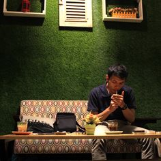 #myexplore #qbillphotograph #duniakupunyacerita #eosm3  #canonindonesia #shoottime #bluedoorscoffee #photo #candid #explorebandung #bandungcafé