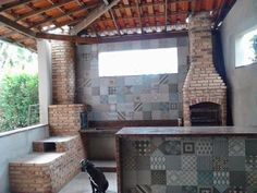 FOGÃO A LENHA COZINHA CAIPIRA Cheap Houses, Grill Design, Rocket Stoves, Brickwork, Bbq Grill, Rustic Kitchen, Cozy House, Sweet Home, Outdoor Decor