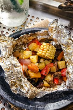 This BBQ Party Pack is a wonderful and easy way to get tasty veggies at your next Summer gathering! Delicious, healthy and great for a quick meal. Receta Bbq, Grilling Recipes, Cooking Recipes, Barbecue Recipes, Smoothies Vegan, Foil Packet Meals, Foil Packets, Foil Dinners, Campfire Food