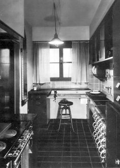 "A Brief History of Kitchen Design, Part Christine Frederick's ""New Housekeeping"" and Margarete Schütte-Lihotzky's Frankfurt Kitchen - Frankfurt, Bauhaus, Küchen Design, House Design, Scientific Management, New Housing Developments, Social Housing, Cuisines Design, Zaha Hadid"